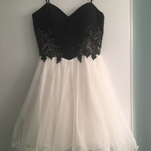 Dresses & Skirts - Formal Homecoming Dress